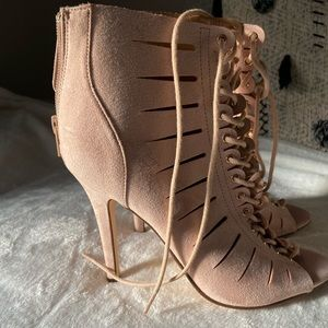 FOREVER 21: Lace up bootie